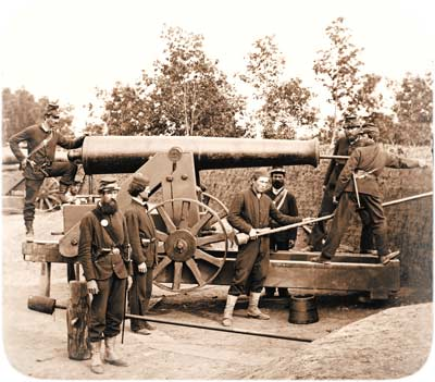 crew from Company K of the 4th Michigan Regiment, posing atop one of the two barbette-mounted M.1819 24-pounder guns inside Fort Woodbury, September 1861; note how not all the nearby trees have as yet been felled. (Library of Congress)
